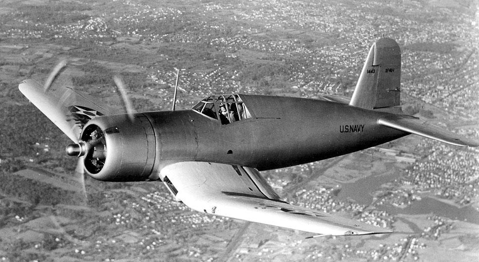 Vought_XF4U-1_Corsair_prototype_in_flight_in_1940