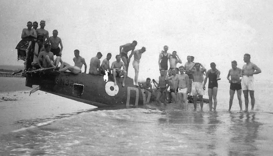 l03 1N3200 Sangatte Beach 1940 German Troops Peter R Arnold Collection. 01