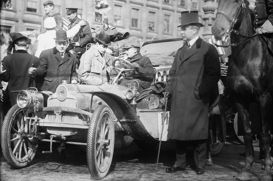 No_Known_Restrictions_New_York_-_Paris_race_drivers_from_the_Bain_Collection,_1908_(LOC)_(489345096)