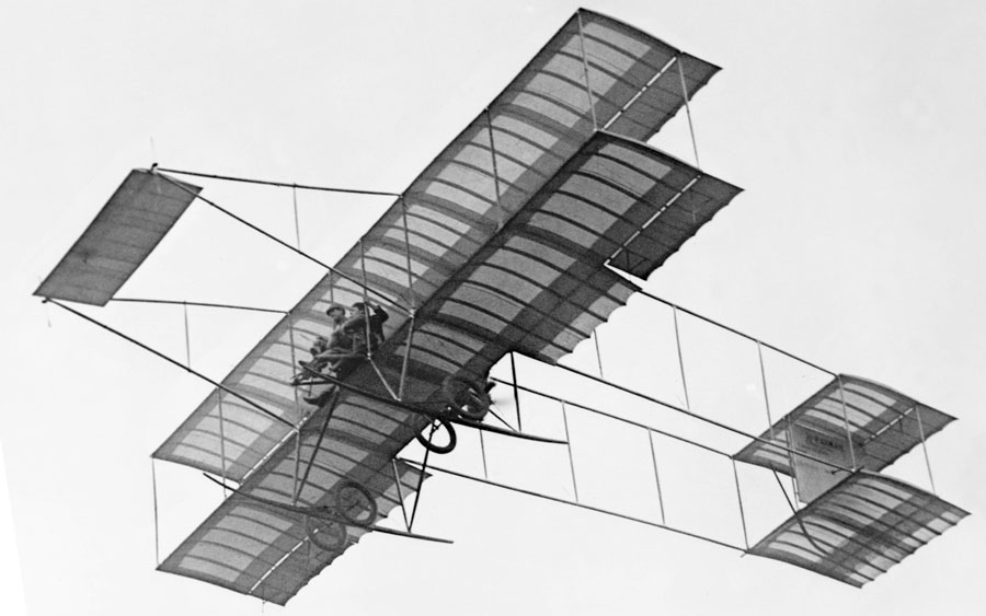 Louis_Paulhan_flying_with_a_passenger_(Mrs._Dick_Ferris-)_in_his_Henry_Farman_biplane,_at_the_Dominguez_Field_Air_Meet,_Los_Angeles,_January_1910_(CHS-5602)