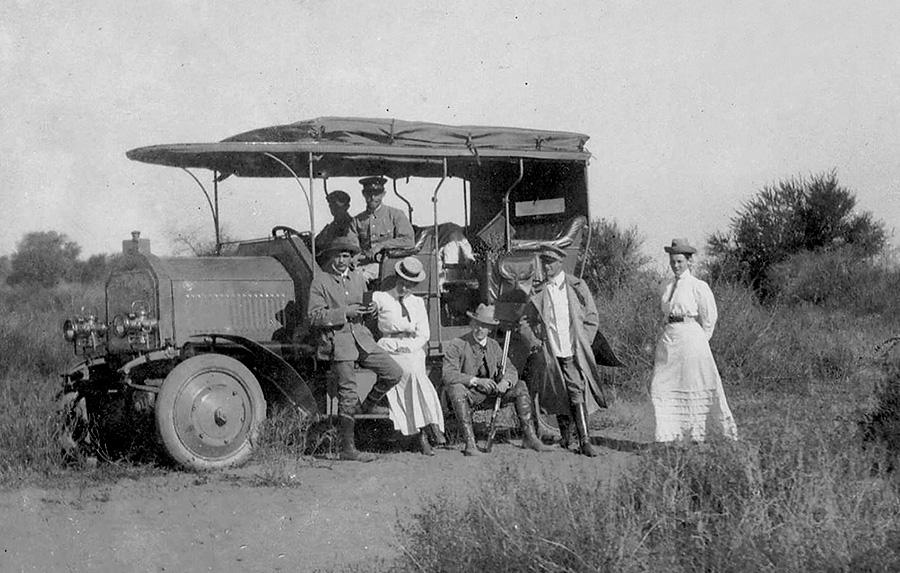 1907-Daimler-Dernburg-Wagen-In-the-Field-1280x960