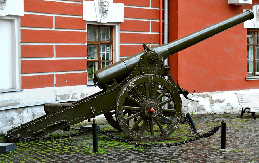 De_Bange_155_mm_cannon_in_Moscow_(2)