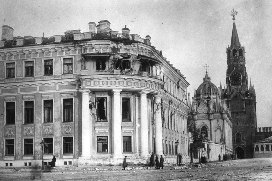 Разбитый_малый_Николаевский_дворец_1917
