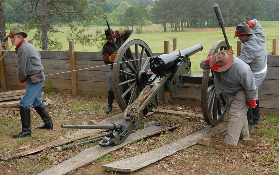Confederate-gunners-at-Resaca