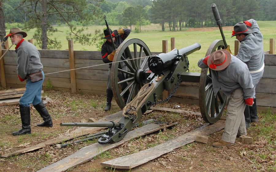 Confederate-gunners-at-Resaca