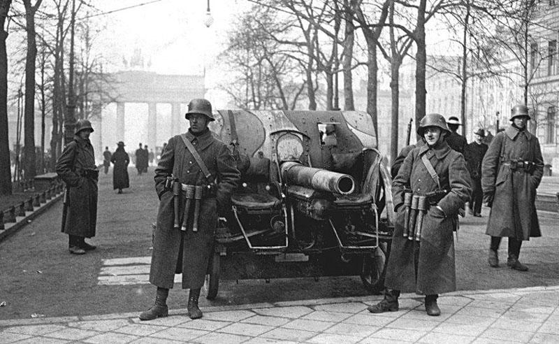 Bundesarchiv_Bild_183-H25109,_Kapp-Putsch,_Brigade_Erhardt,_Berlin