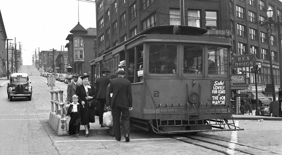 Cable_car_on_Yesler_Way_at_3rd_Avenue_in_1940-seattle