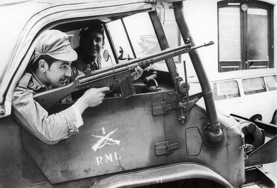 AMS 25 de Abril de 1974 Infantaria 1 no Chiado