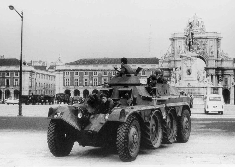 AMS 25 de Abril de 1974 o MFA