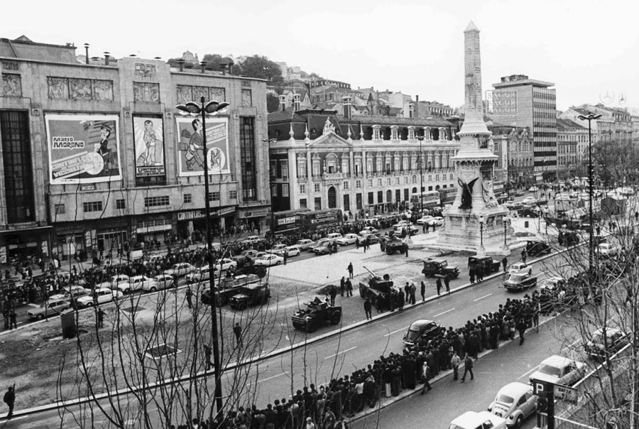 Claudino Costa Madeira - 25 de Abril de 1974 -  tropas do MFA posicionadas nos Restauradores