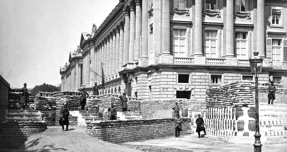 Barricades_pres_de_Ministere_de_la_Marine