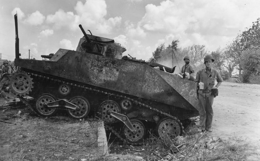 Type_2_Ka_Mi_amphibious_tank_from_1st_Yokosuka_SNLF_destroyed_on_Saipan_1944_II