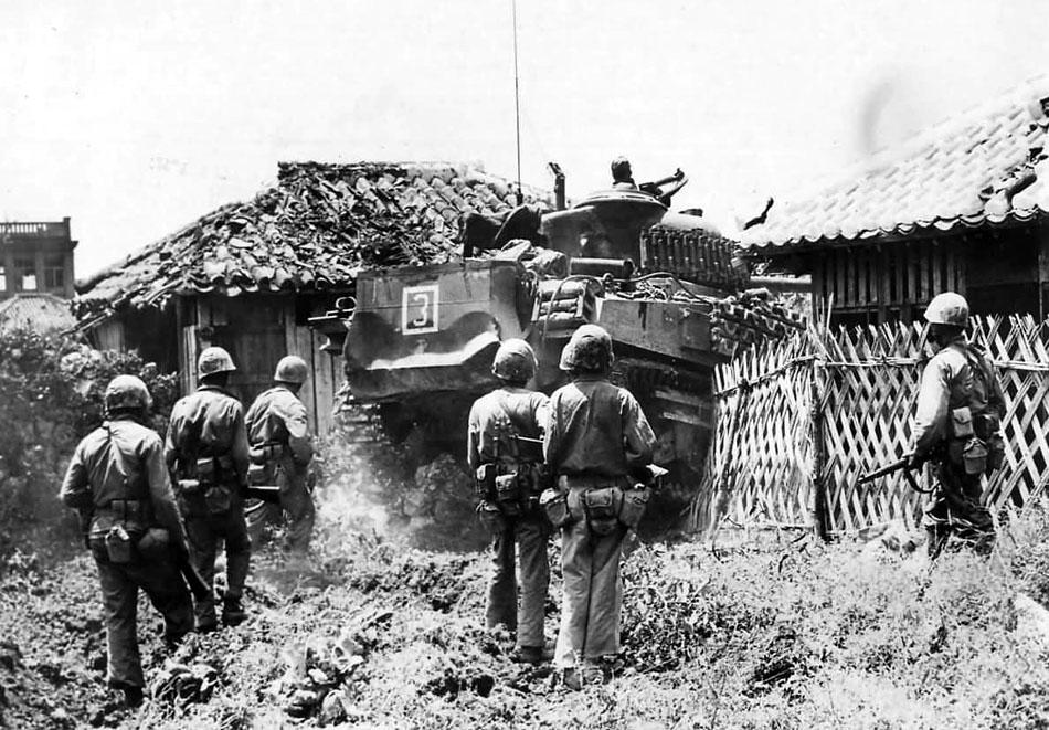 M4_Sherman_and_6th_Division_Marines_Entering_Naha_Okinawa_1945