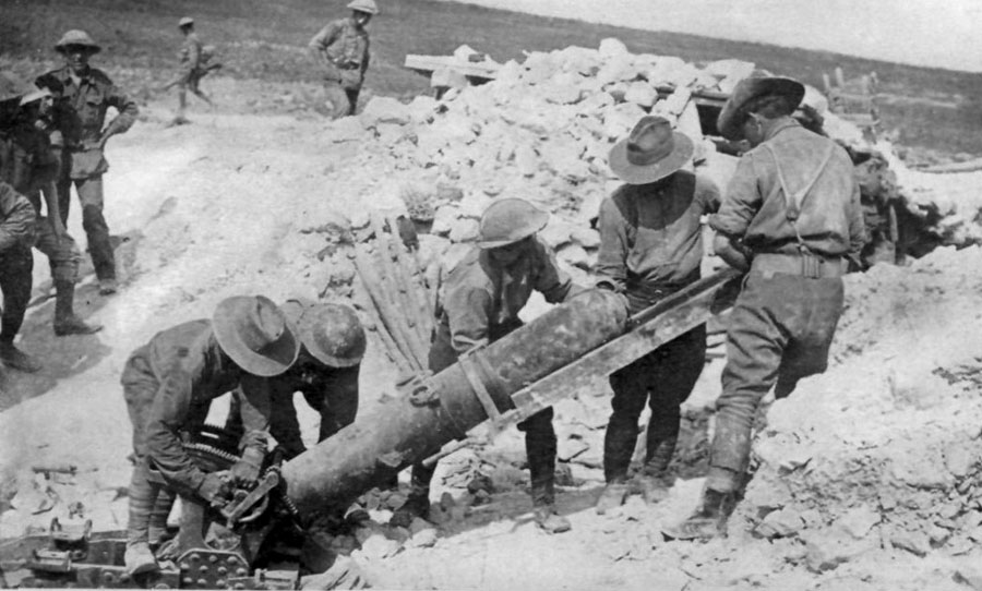 Australians_Loading_9.45_inch_Trench_Mortar_Somme_2_August_1916