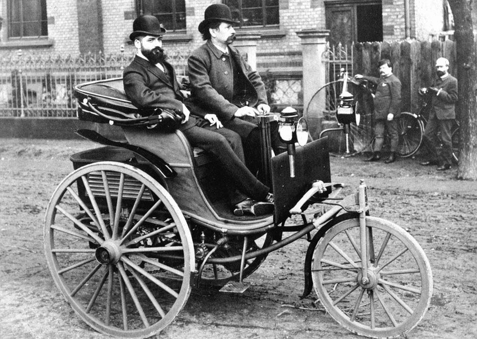 Carl-Benz-at-the-tiller-of-the-improved-1887-Benz-Patent-Motorwagen