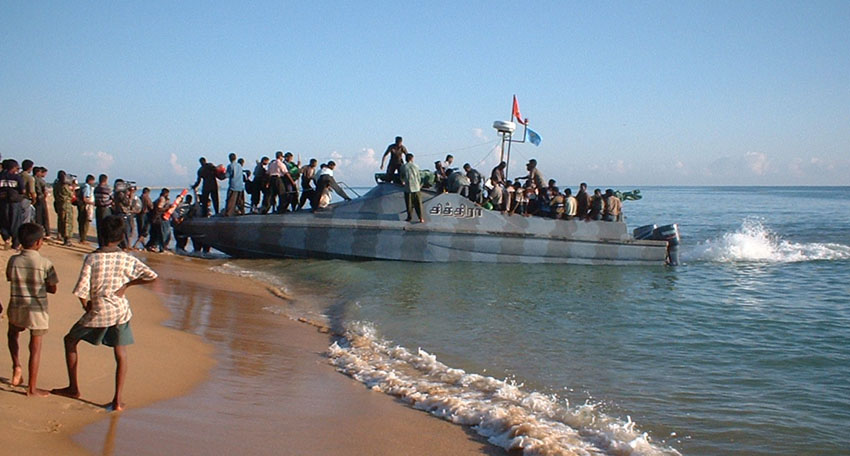 Loading_cadres_in_calm_sea