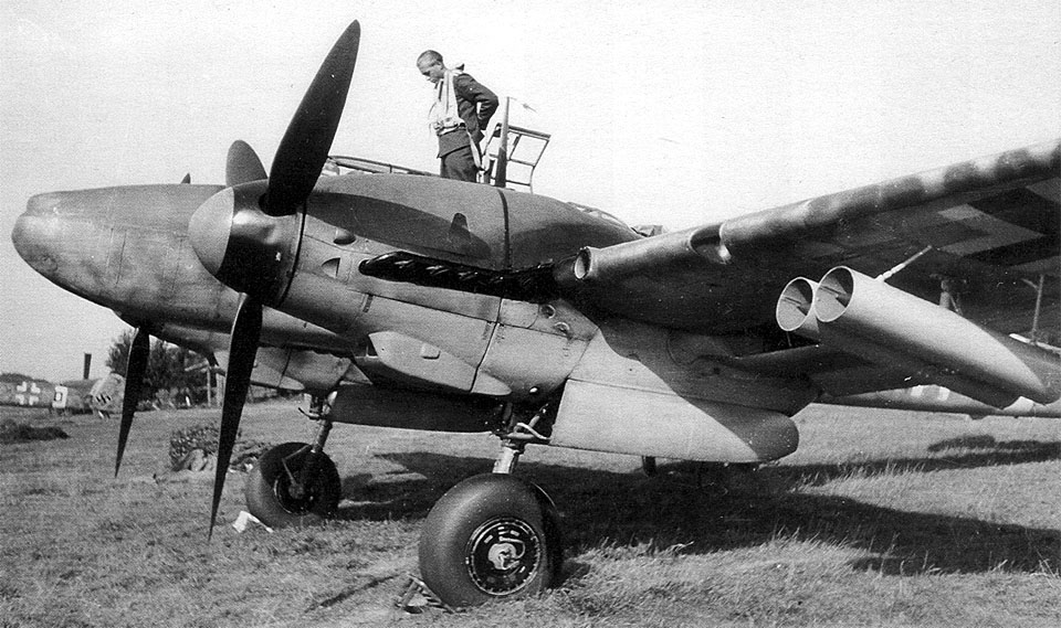 Messerschmitt-Bf-110G-Zerstorer-with-the-21cm-Werfergranate-Mortar-02