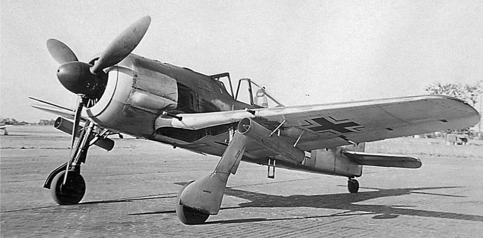 FW 190 A-4 R6 mit WR 21 unter der Fleache