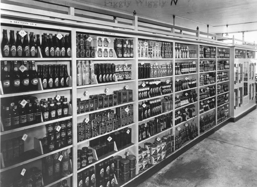 1918.-Interior-of-Piggly-Wiggly-shows-shelving-display-with-price-tags-patented-by-Saunders