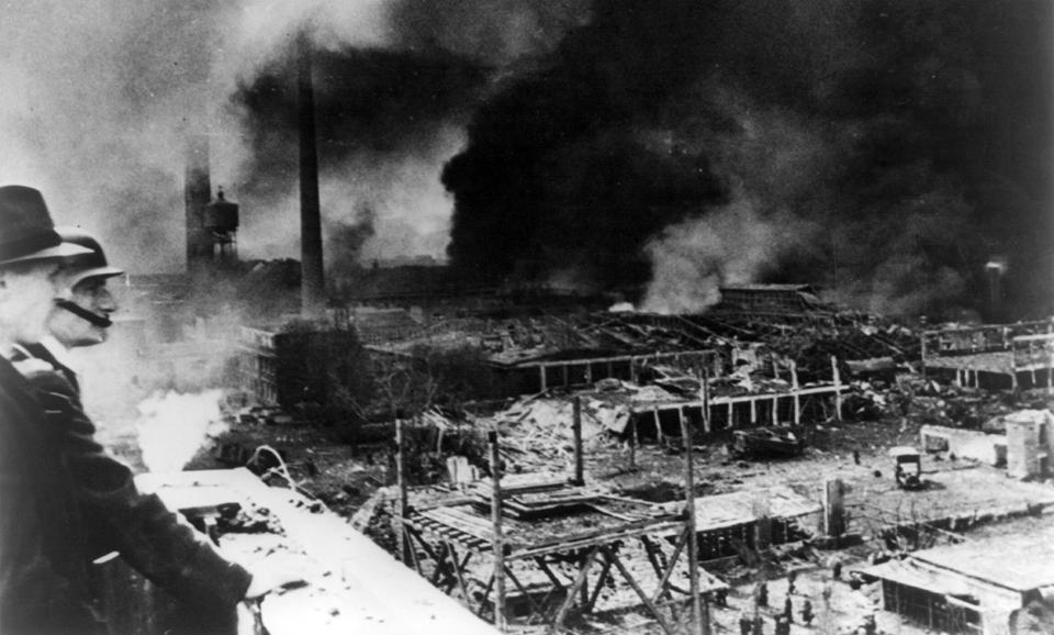 Fires_ravaging_Bettenhausen_after_Allied_bombing_cph.3a21897
