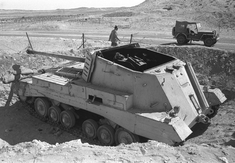 Egyptian_archer_tank_destroyer_knocked_out_by_Israeli_tanks_at_Abu_Ageila_-_1956