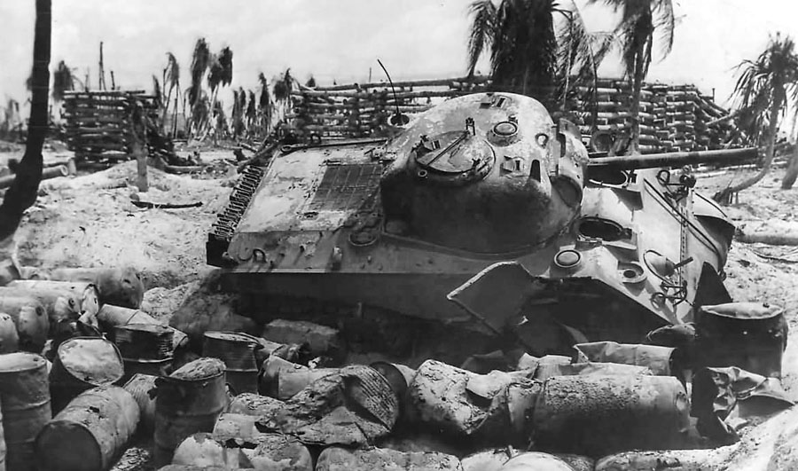Knocked-Out_M4_Sherman_Tank_on_Tarawa_1943