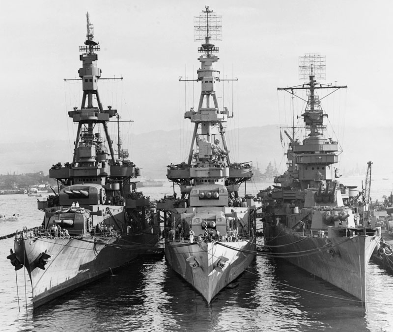 USS_Salt_Lake_City_(CA-25),_USS_Pensacola_(CA-24)_and_USS_New_Orleans_(CA-32)_at_Pearl_Harbor_on_31_October_1943