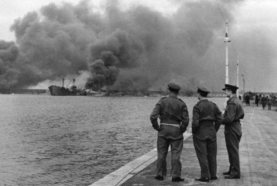 Bombardamento_di_Bari_(1943)_-_6