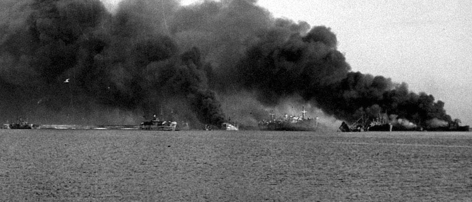 Bari-BombardamentoPorto-1943-VistaMare