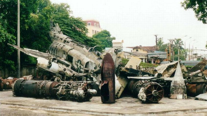 144-Air force museum - F4 Phantom wreck_jpg