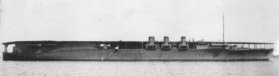 Japanese_aircraft_carrier_Hosho1924