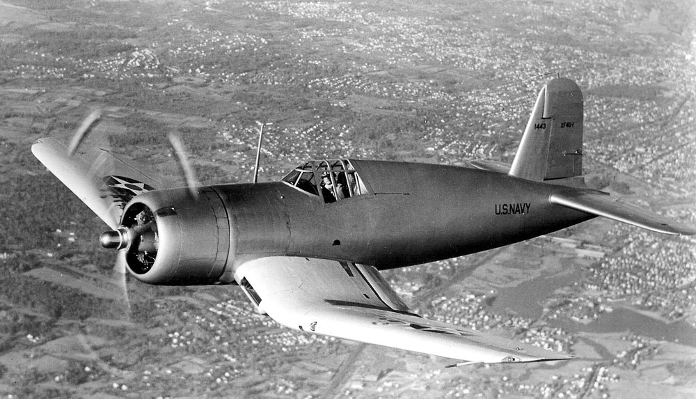 Vought_XF4U-1_Corsair_prototype_in_flight_in_1940