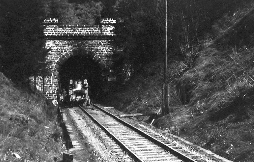 Mittelwerk_V-2_complex_tunnel.jpg