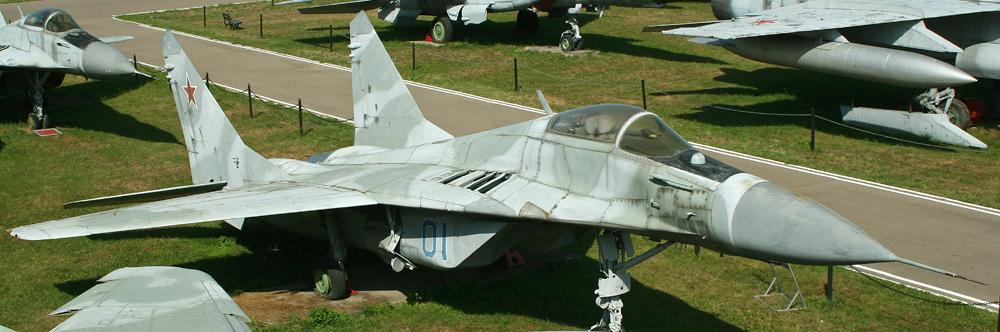 Mikoyan_MiG-29_Fulcrum_prototype_01_blue_(9923238334).jpg