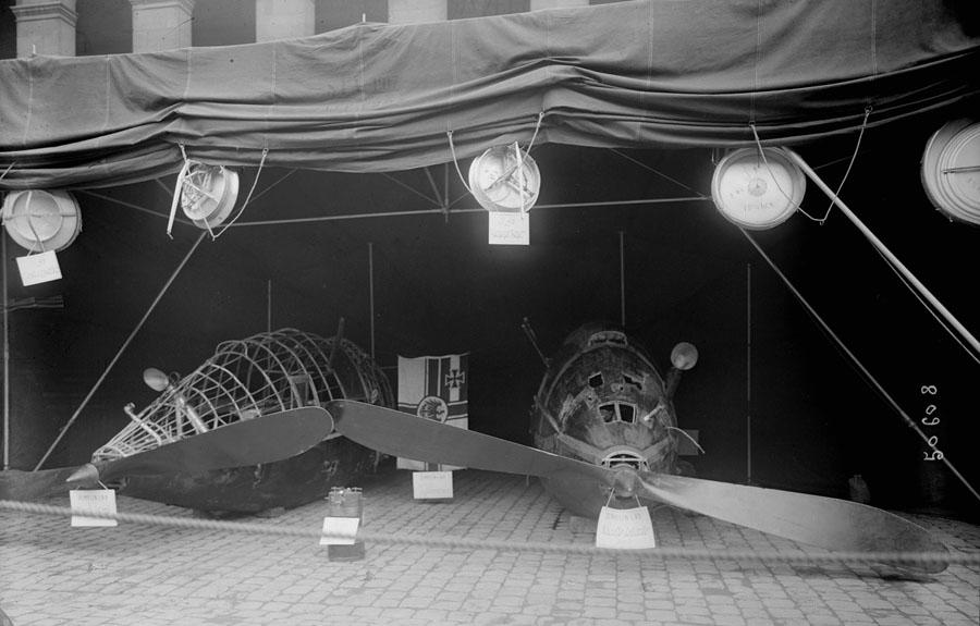 Moteurs_du_zeppelin_'L_49'_[...]Agence_Rol_btv1b530042491.JPEG