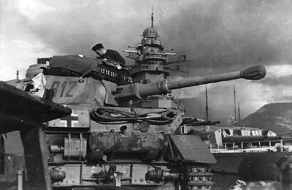 November 27th, 1942 - Operation LILA - German armour entering the French harbour of Toulon.jpg