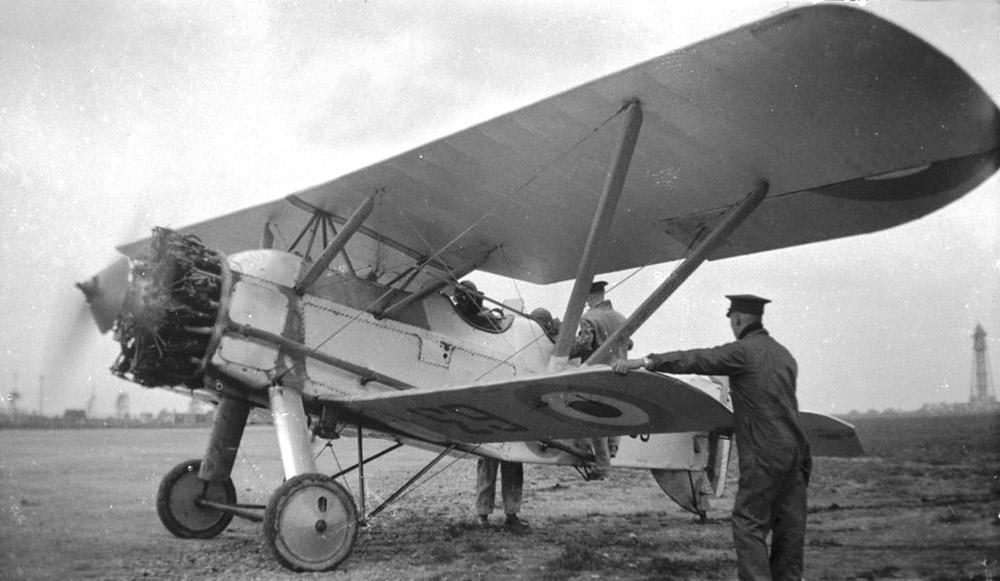 Armstrong-Whitworth-Siskin-III-dual--63--St-Hubert--1928--LAC-MIKAN-No--3650315.jpg