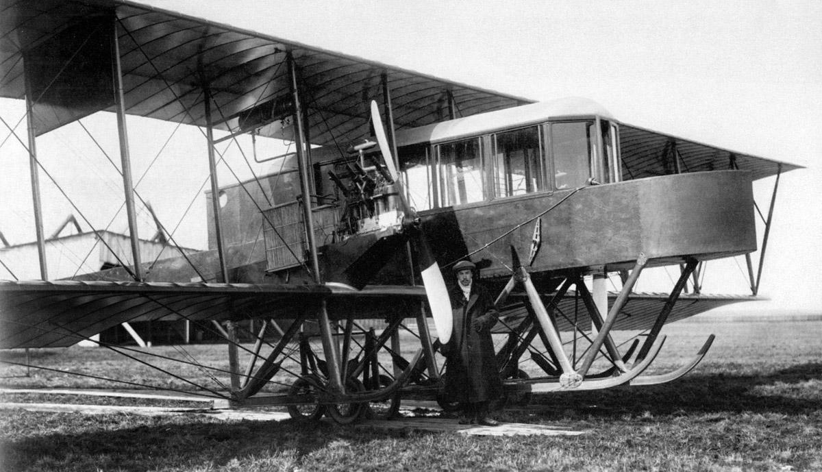 1b.I.I.Sikorskij-u-pervogo-dvuhmotornogo-varianta-samoleta-Grand.-Komendantskij-aerodrom.-Mart-1913-g.2.jpg