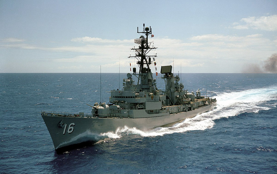1200px-USS_Joseph_Strauss_(DDG-16)_underway_on_3_June_1968_(6403804).jpg