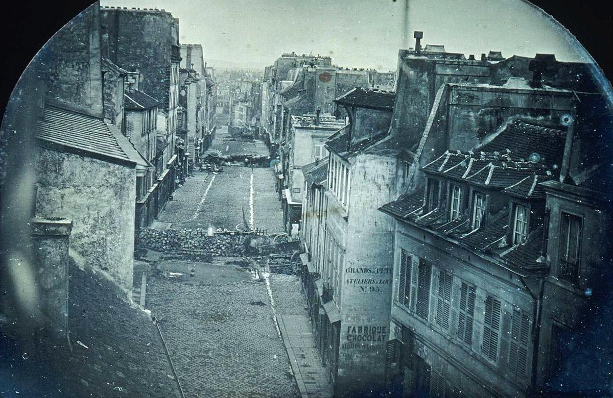 Barricades_rue_Saint-Maur._Avant_l'attaque,_25_juin_1848._Après_l'attaque,_26_juin_1848_(Original).jpg