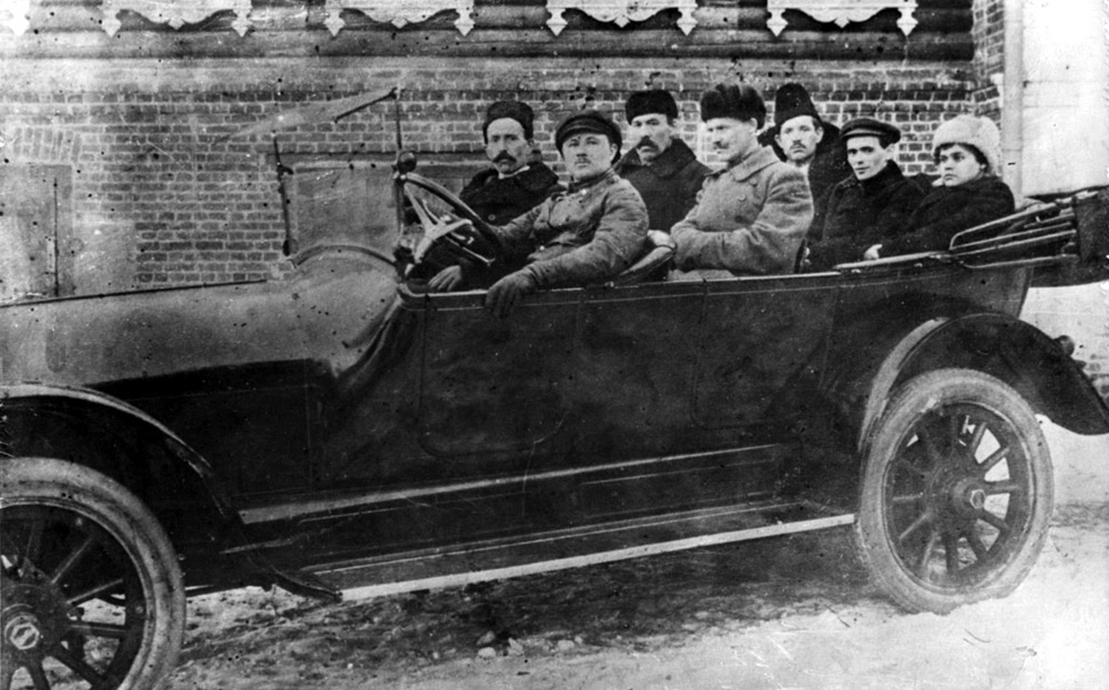 Сто лет Ярославскому антибольшевистскому восстанию Partiynye-i-sovetskie-rukovoditeli-v-YAroslavle-Dobrokhotov-Zakgeym-i-dr.-GAYAO.jpg