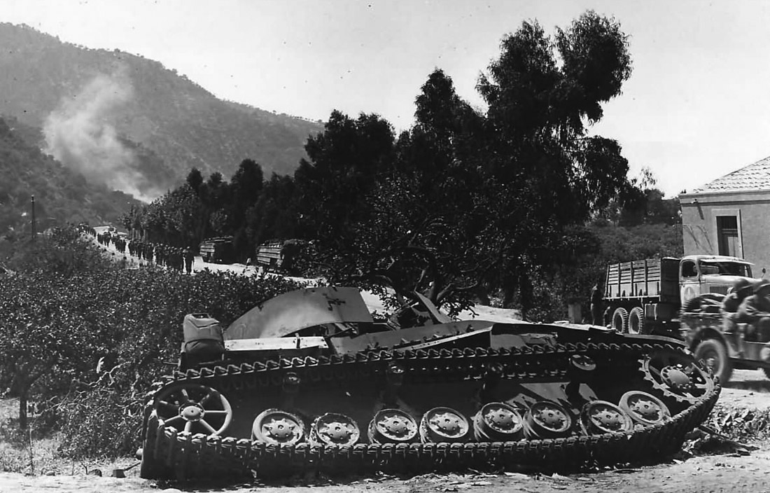Knocked-Out_Panzer_IV_in_Capo_dOrlando_Sicily_1943.jpg