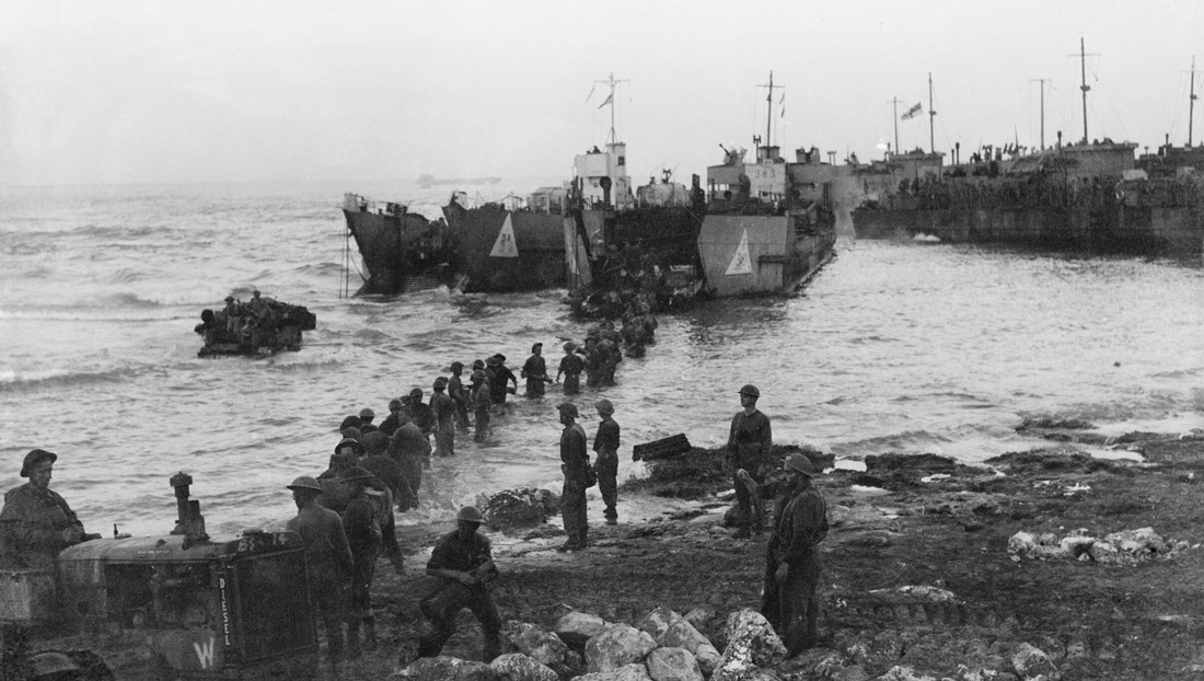 The_Royal_Navy_during_the_Second_World_War-_Operation_Husky,_Sicily,_July_1943_A17917.jpg