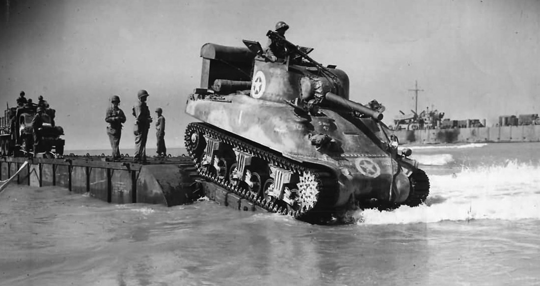 US_Sherman_M4_Tank_Lands_during_Operation_Husky_in_Sicily_1943.jpg