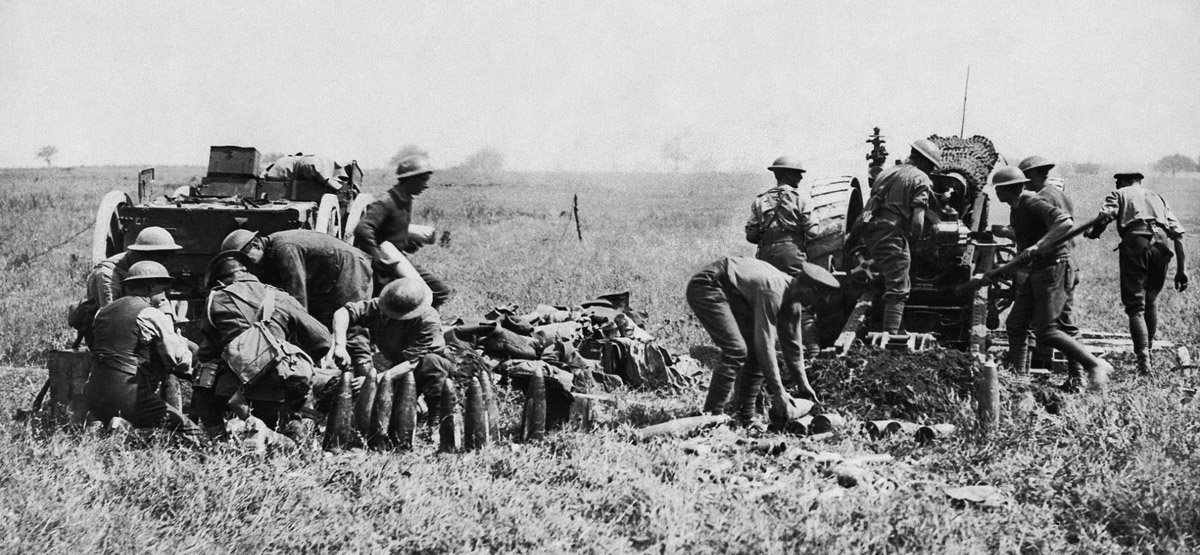 60-POUNDER-GUNS-IN-ACTION-DURING-THE-BATTLE-OF-AMIENS-AUGUST-1918.jpg
