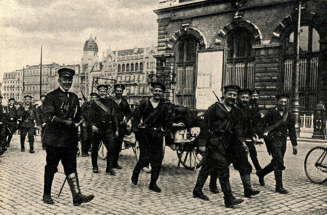 1914-Belgien-Deutsche-Marinesoldaten-in-Antwerpen.jpg