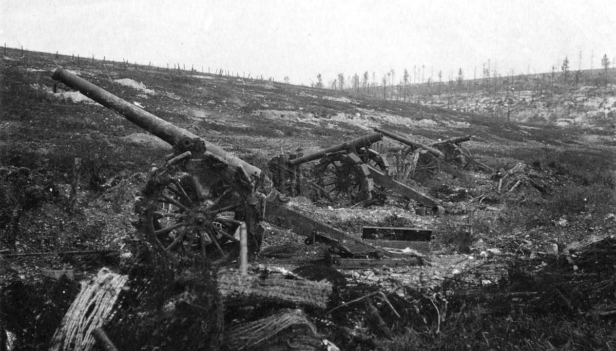 Frech_long_gun_battery_overrun_at_Verdun_(alternate_view).jpg