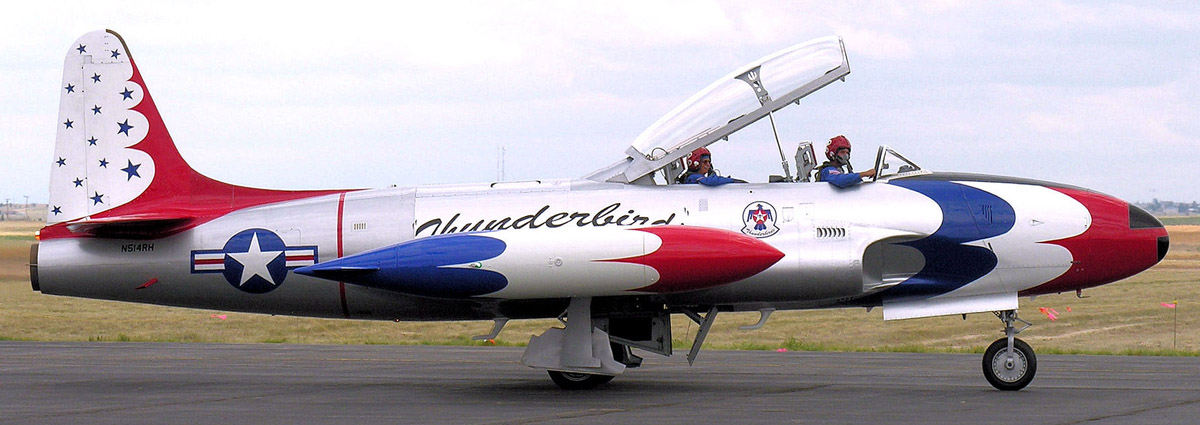 Thunderbirds_Lockheed_T-33_Shooting_Star,_Chino,_California-2007.jpg