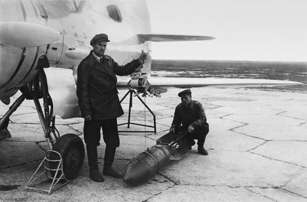 19.Podveska-FAB-250-pod-krylom-I-207-3.-1940-g..jpg