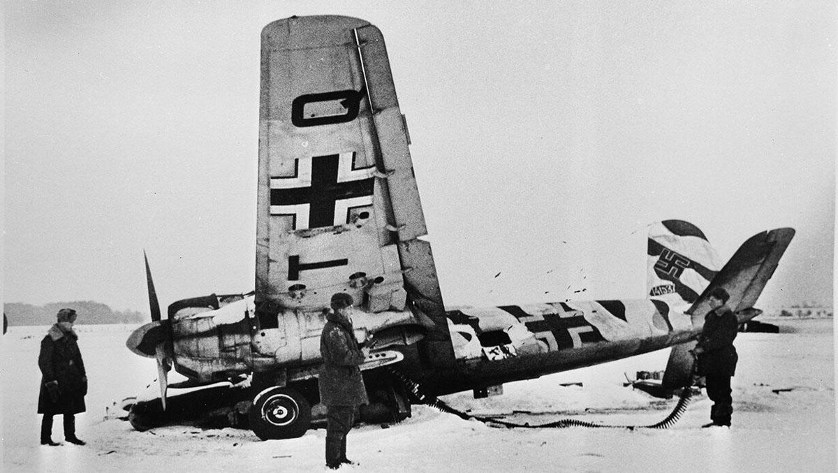 1941. в Москве. Abgeschossenes немецкий штурмовик Хеншель Hs 129.jpg